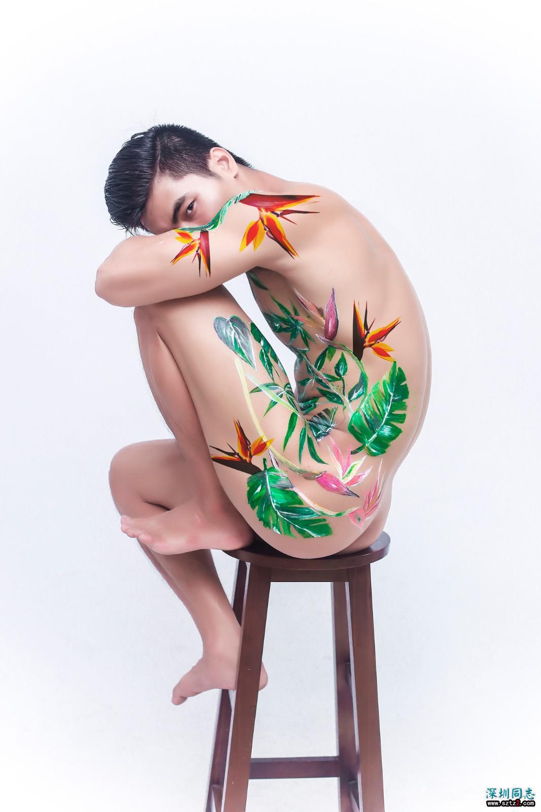 翘臀帅哥的裸体唯美彩绘写真