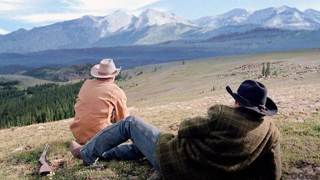 《断臂山》有多唯美,那这部高分同题材电影,就有多残酷
